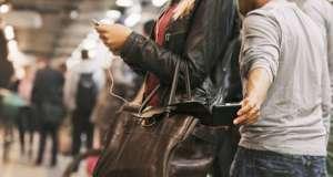 furt-telefon-mobil-spionaj