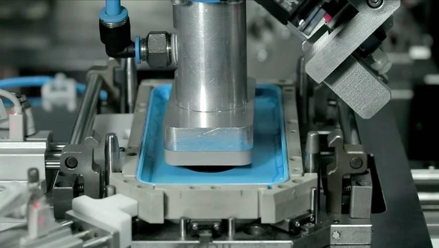 iphone-roboti-fabrica