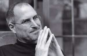 steve-jobs-strada-paris