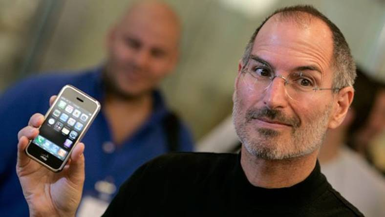 apple-aniversare-10-ani-iphone