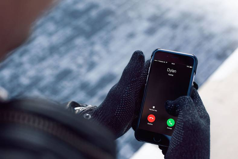 emag-manusi-touchscreen-telefon