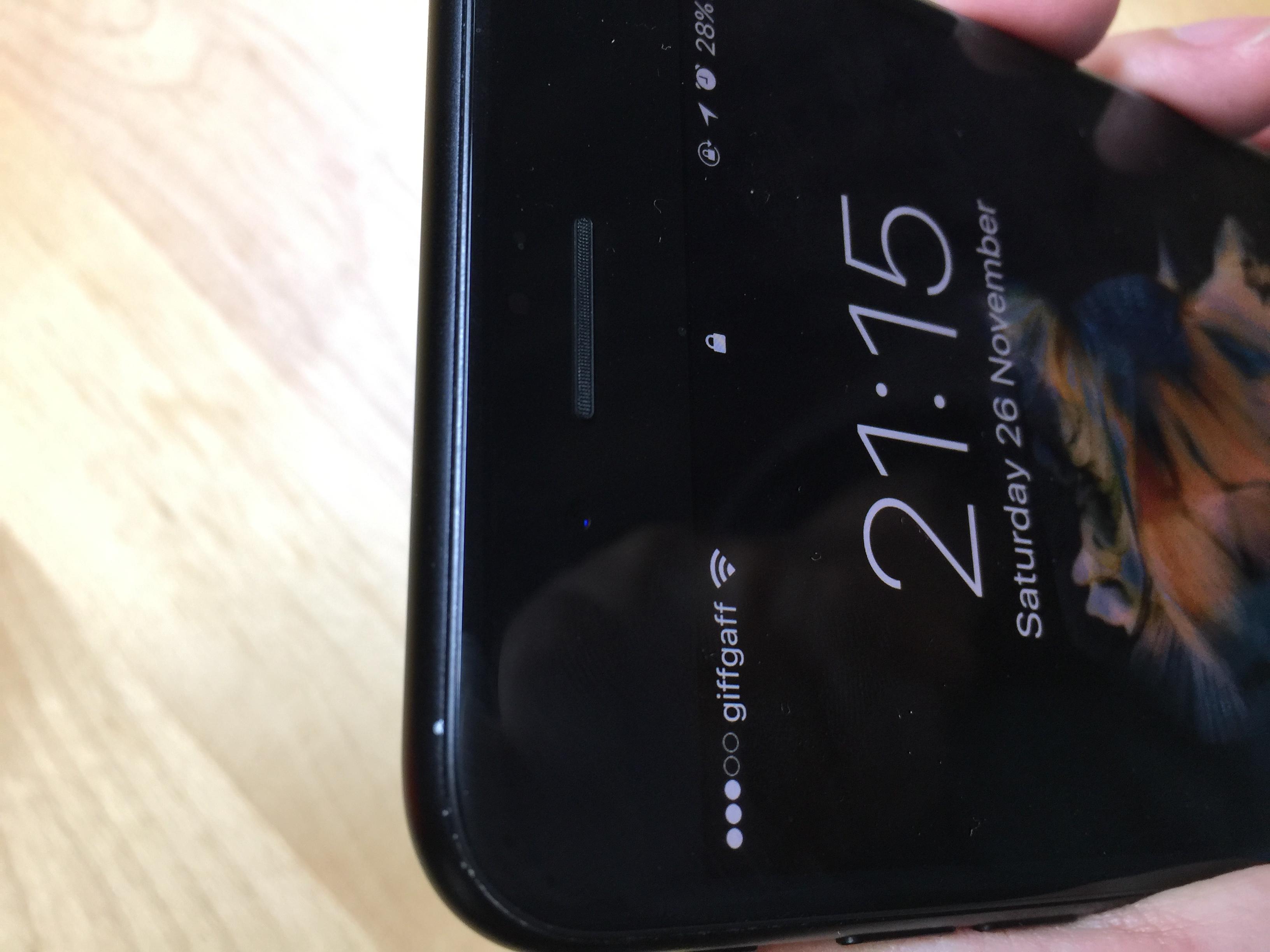 iphone-7-negru-mat-vopsea-cojita-3