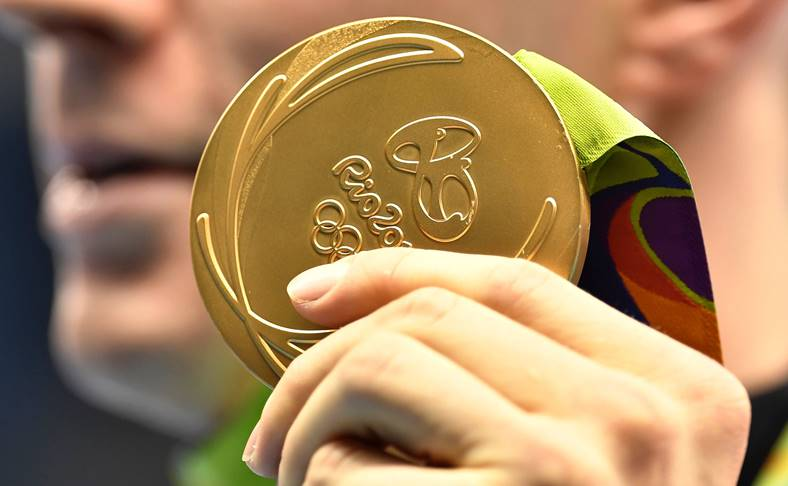 medalie-olimpica-tokio-2020-smartphone