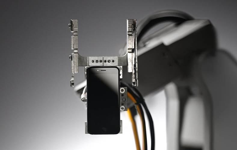 Liam dezasamblare iPhone