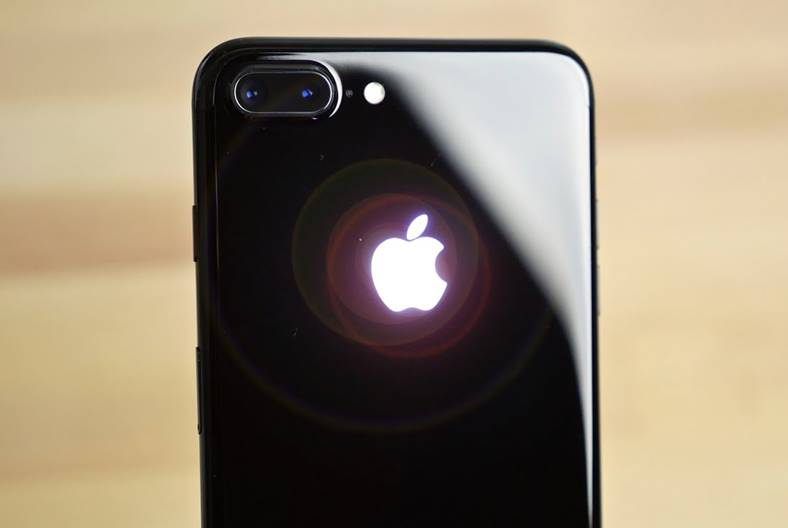 iphone 7 incasari parteneri apple