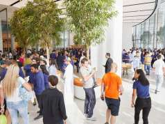 apple store dubai mall feat