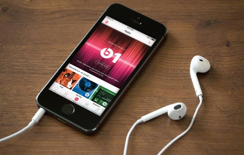 apple music concept muzica interfata