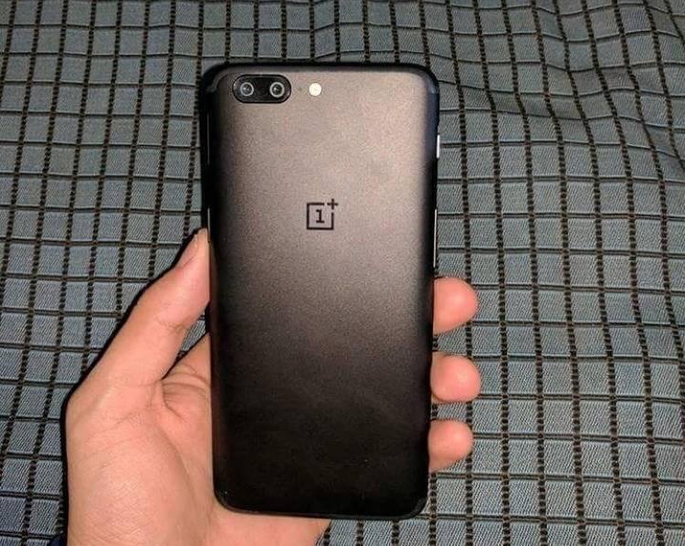OnePlus 5 unboxing imagini