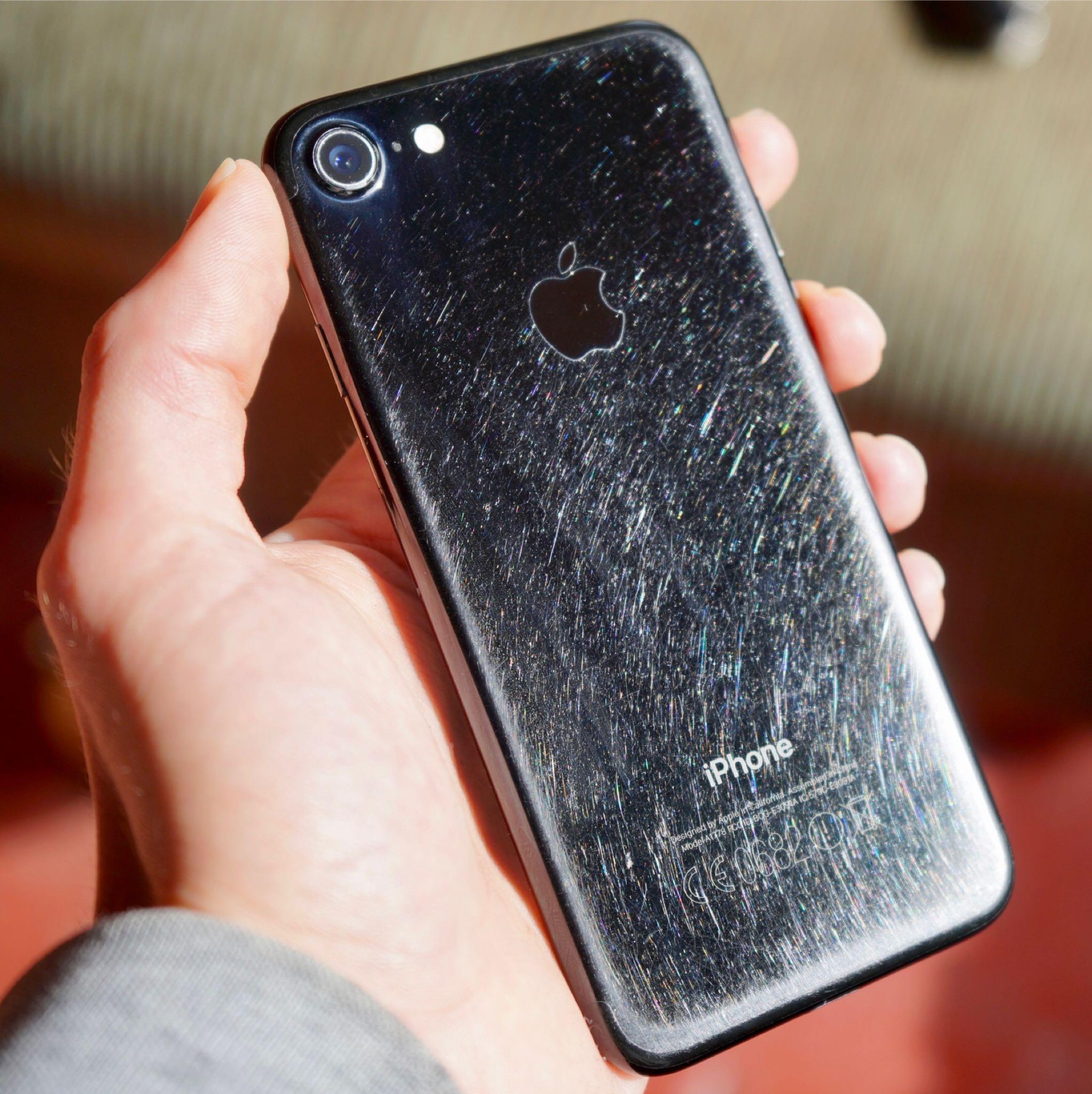 iPhone 7 jet black urat folosire 1