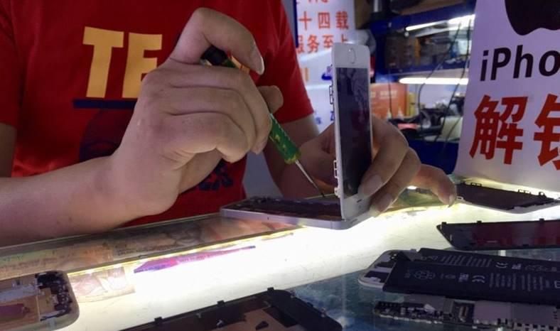 iPhone asamblat china feat