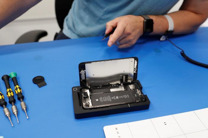 masina reparare ecran iPhone 4