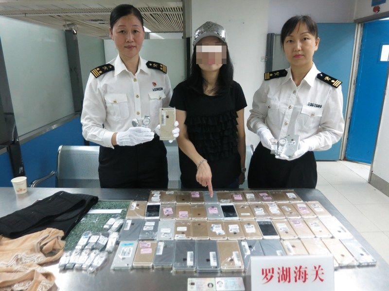 femeie contrabanda iPhone China