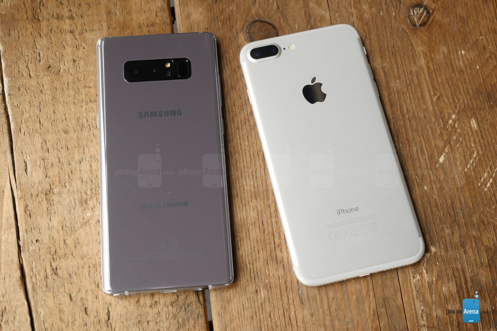 Samsung Galaxy Note 8 comparatie iPhone 7 Plus 3