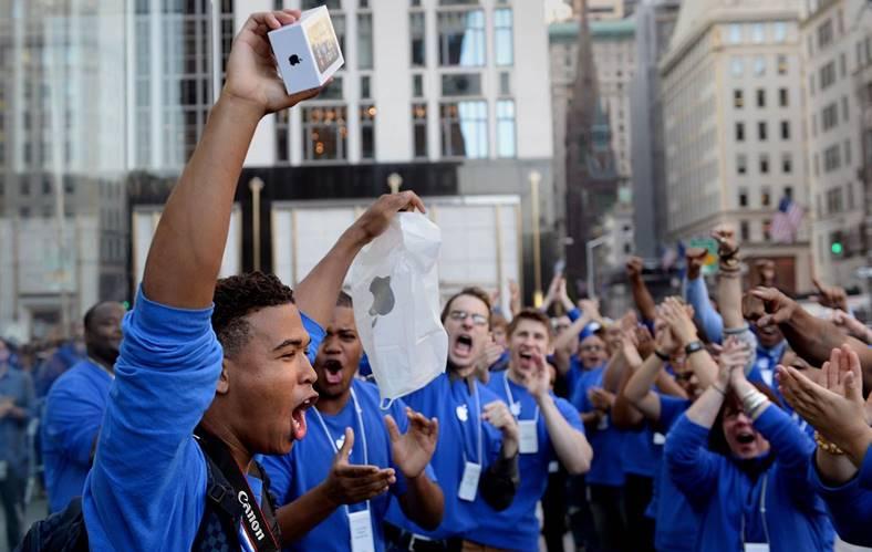 iPhone 8 fani plati pret