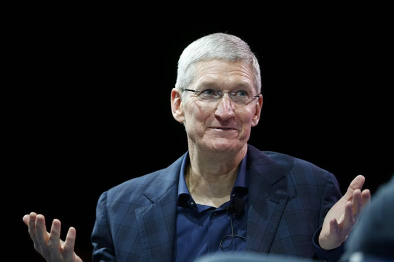tim cook vanzare actiuni apple august 2017