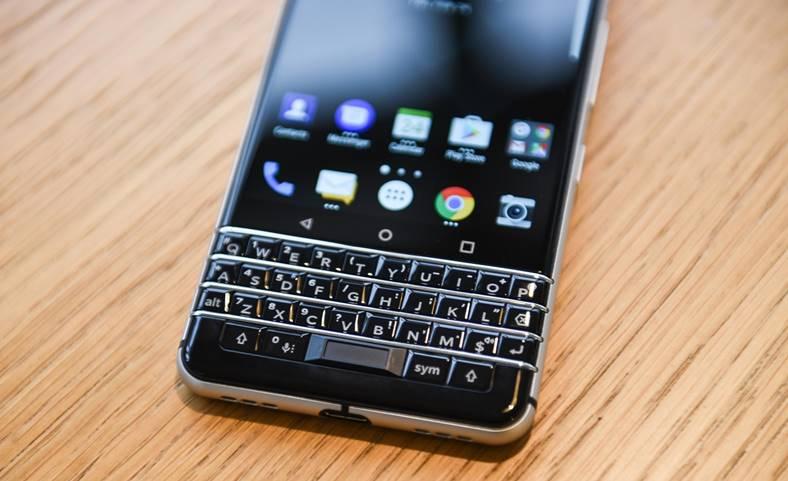 Deutsche Bank Renunta Blackberry iPhone