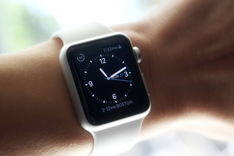 eMAG Apple Watch Ieftin iPhone 8