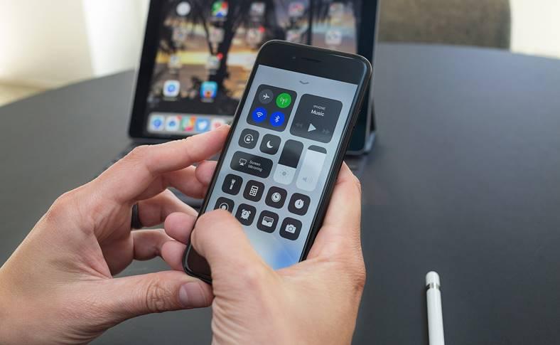 iOS 11 Butoanele Wi-Fi Bluetooth merg