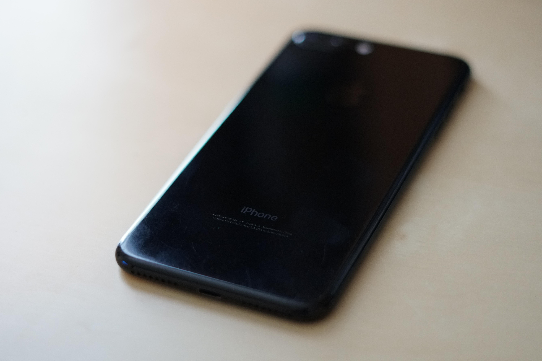 iPhone 7 Jet Black Arata 1 an Folosire 3