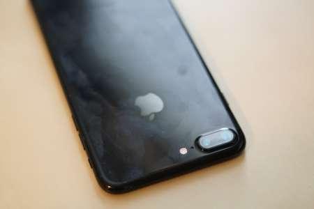 iPhone 7 Jet Black Arata 1 an Folosire 4