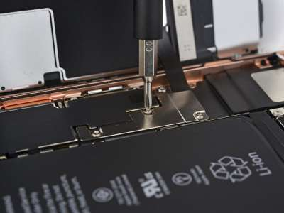 iPhone 8 Dezasamblare Secretele 3