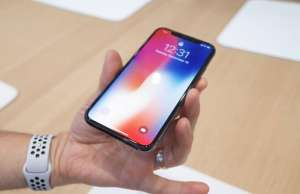 iPhone X productia amanata Apple