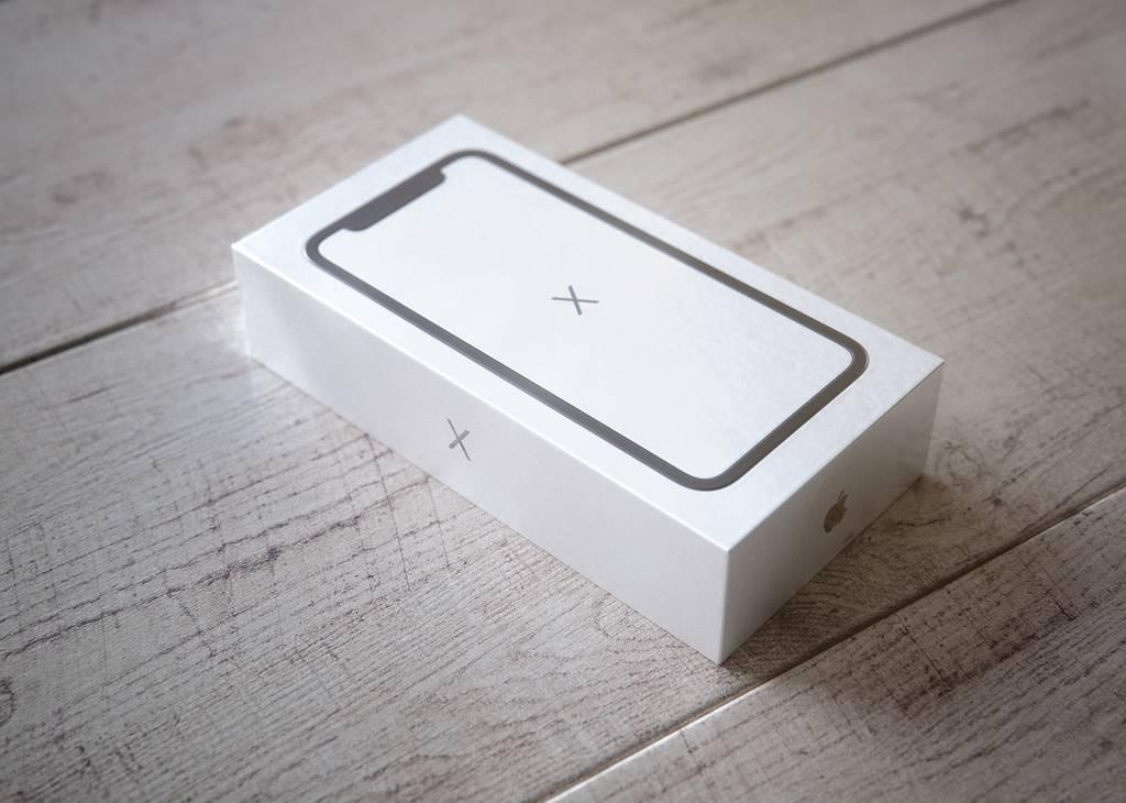 iPhone X unboxing 3D