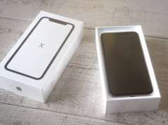 iPhone X unboxing 3D
