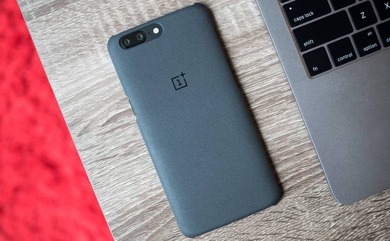 OnePlus Spioneaza Clientii Smartphone