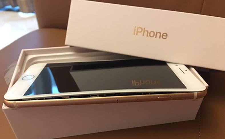iPhone 8 Plus Baterie Umflata