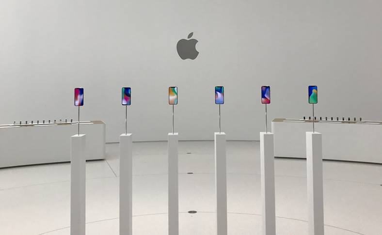 iPhone X imagini Steve Jobs
