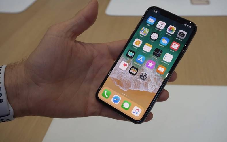 iPhone X livrare luna Apple