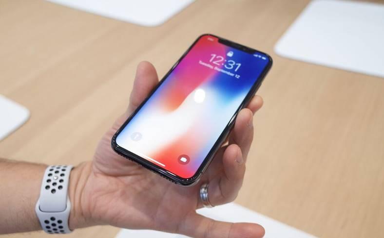 iPhone X masuri productia