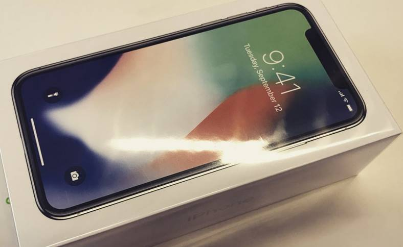 iPhone X unboxing Apple