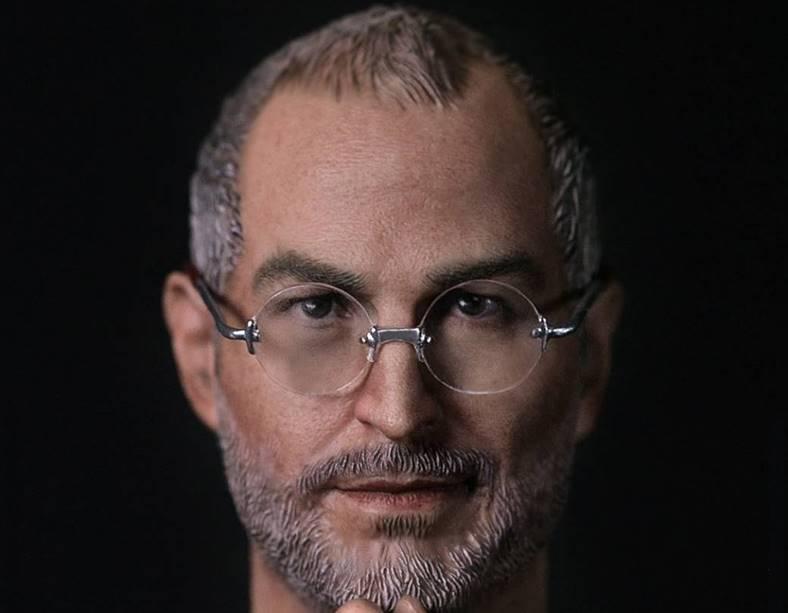Steve Jobs figurina feat