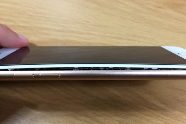 iPhone 8 baterie umflata coreea