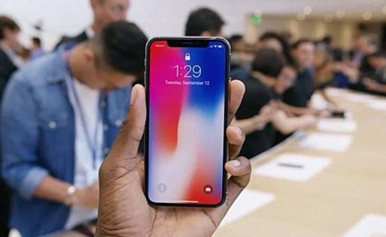 iPhone X Face ID plati mobile
