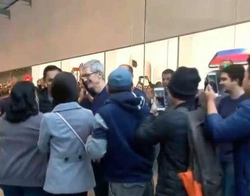 iPhone X Tim Cook Lansare