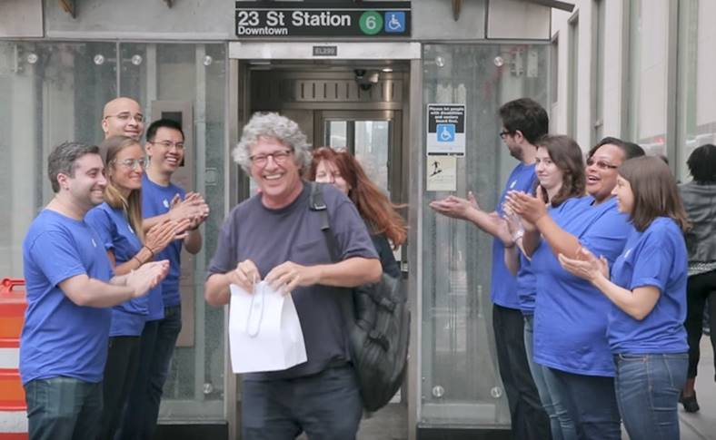 lansarea iPhone X ironizata New York