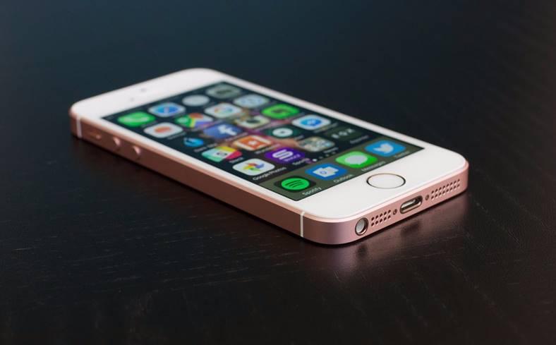 eMAG. Reduceri iPhone SE Anul Nou!