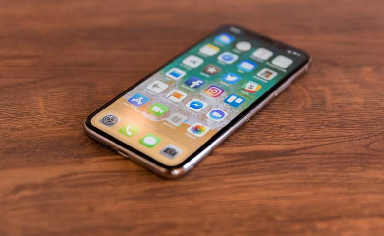 iPhone X livrari Apple Store