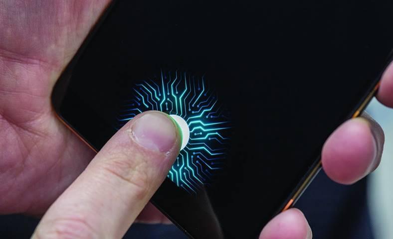 ces 2018 smartphone cititor amprenta ecran