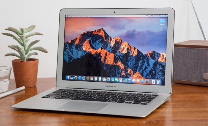 Apple MacBook Air conferinta 2018