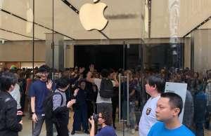 Apple Store sute oameni deschidere