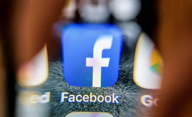 Facebook STERS SECRET Mesaje Utilizatori