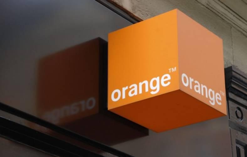 Orange. 2 aprilie. Reduceri Telefoane Inainte Paste