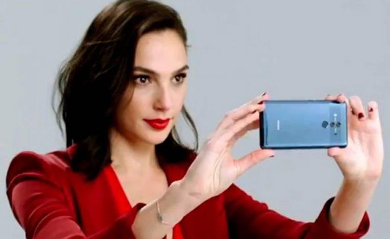 Wonder Woman Promoveaza Huawei Mate 10 iPhone