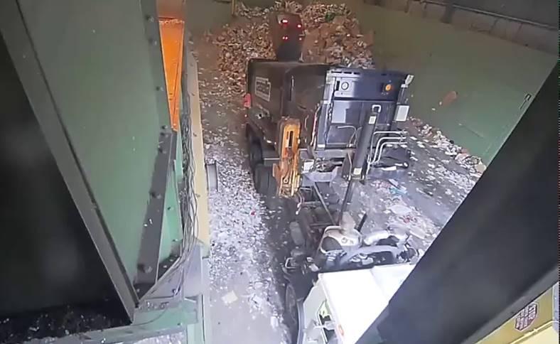 Bateriile Telefoanelor Explodeaza Centre Reciclare