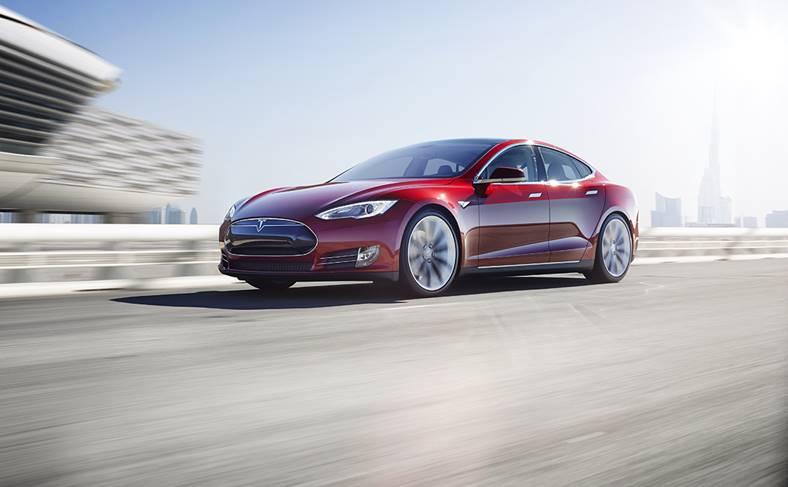 Apple Angajeaza Ingineri Tesla