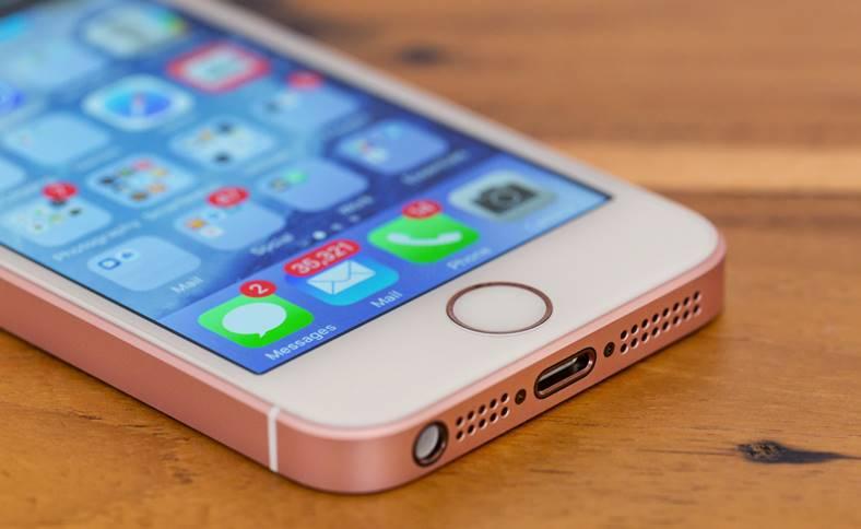 eMAG iPhone SE Promotie 1700 LEI IEFTIN
